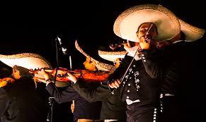 Visite en un bar los mejores mariachis en Bogotá